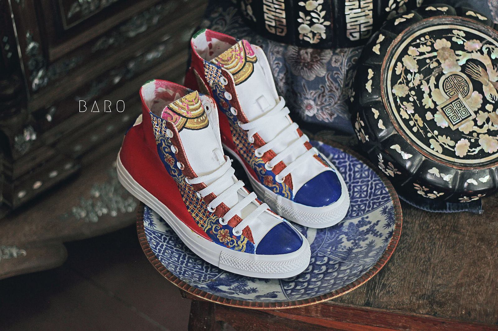 5a91b95c38c57 Photos  A Converse-Royal Costume Mashup for Vietnam s History Buffs ...