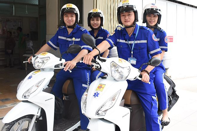 A Saigon Hospital Just Added Scooter Ambulances for Hem Emergencies