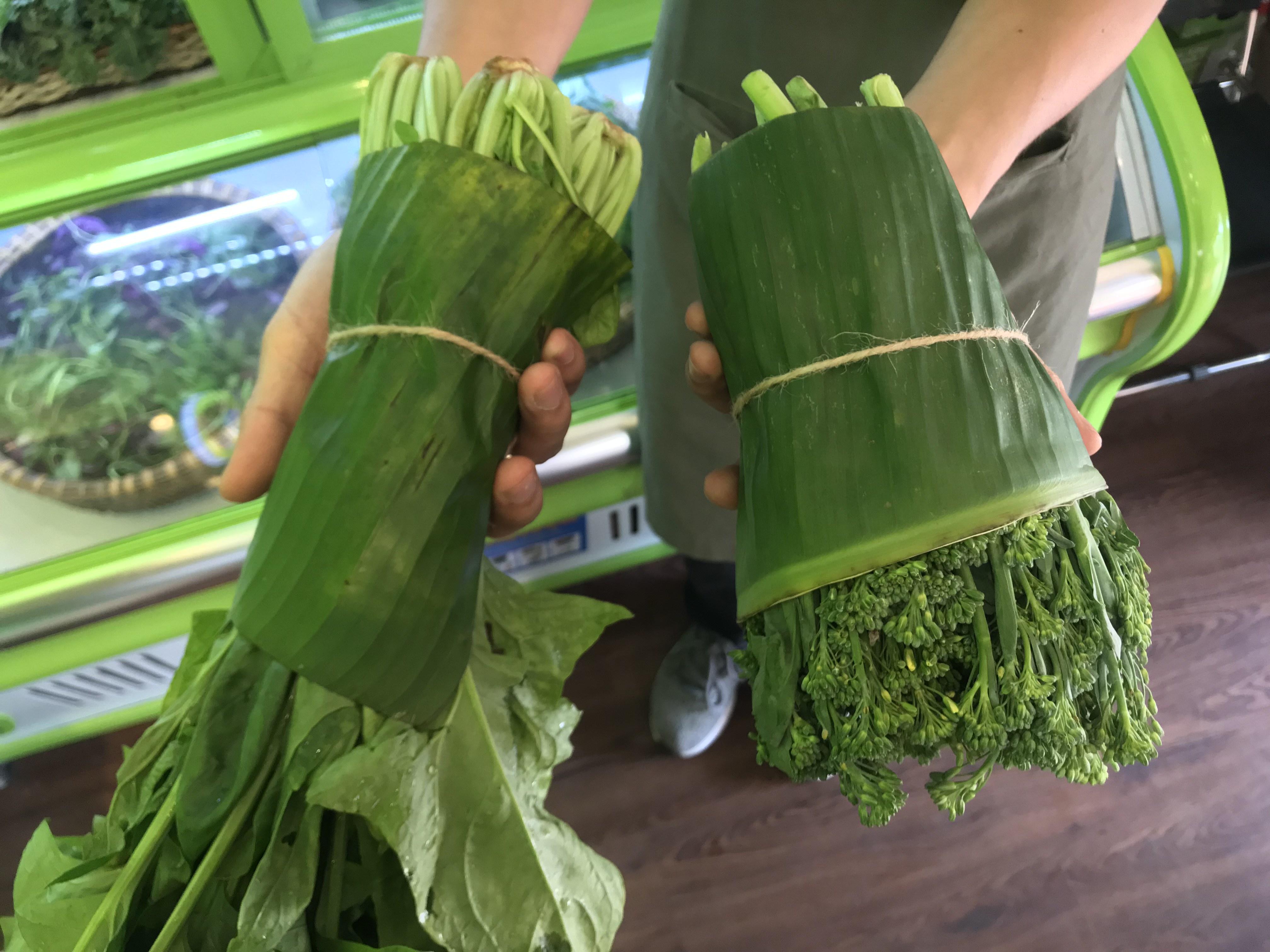 Banana Leaves Make Glorious Comeback in Supermarkets Across Vietnam