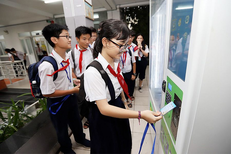 Cashless Payment Reaches Saigon Public Schools in Pilot Program