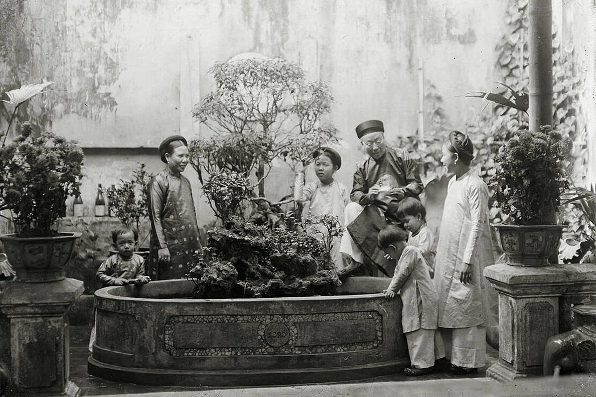 Photos] Immerse in the Nostalgia of Tet Past With These Black-and