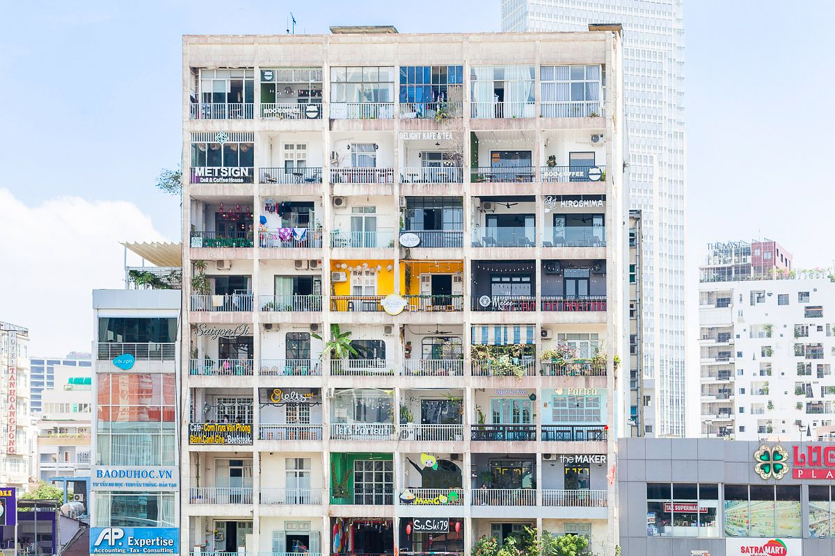You Might Need To Sit Down For This In The Next Few Months Saigon S Most Por Cafe Apartment Building At 42 Nguyen Hue Boulevard Will Be Stripped Of