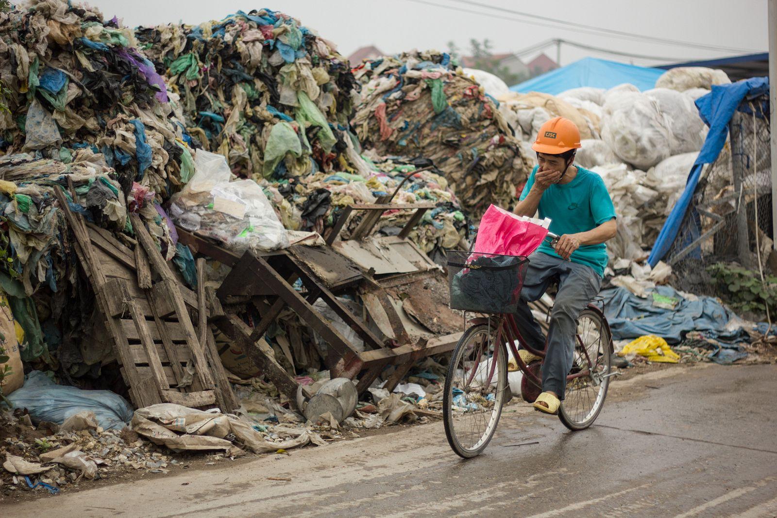 Image result for 50 हजार प्लास्टिक के टुकडे़ प्रतिवर्ष खा रहें है हम,