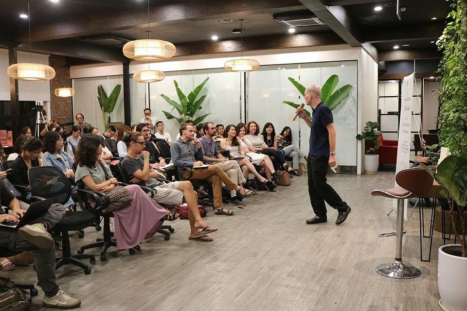 Alain de Botton Visits Vietnam: 'What I Want to Argue Is That