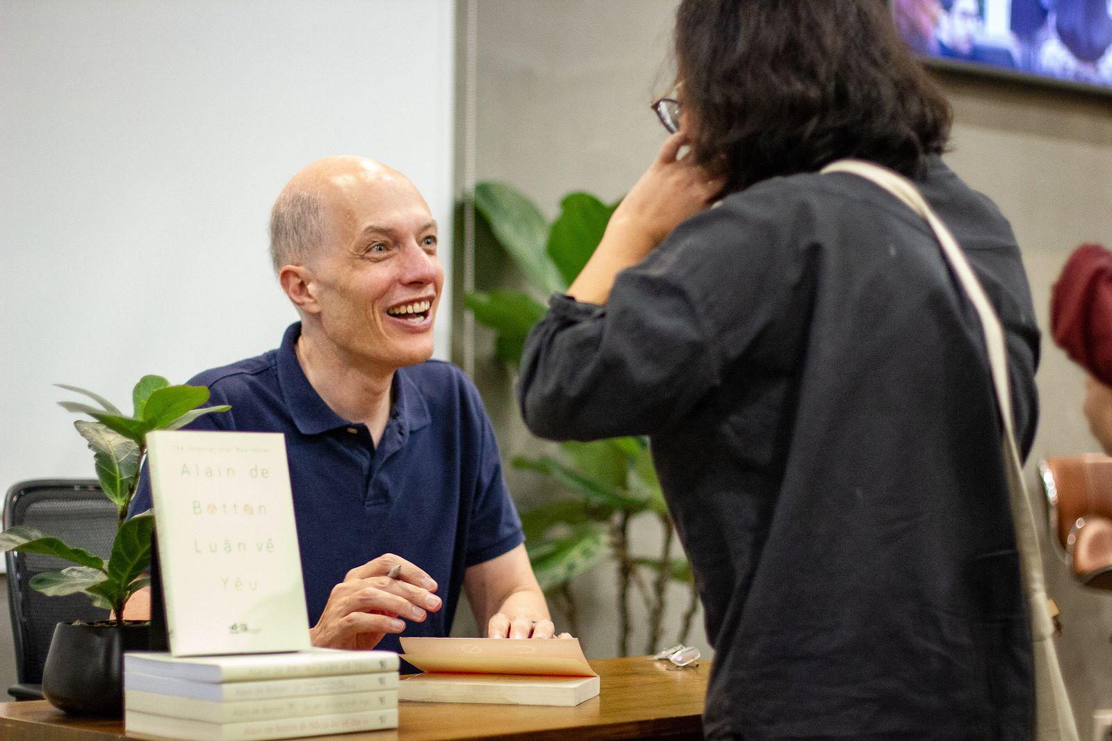 Alain de Botton Visits Vietnam: 'What I Want to Argue Is